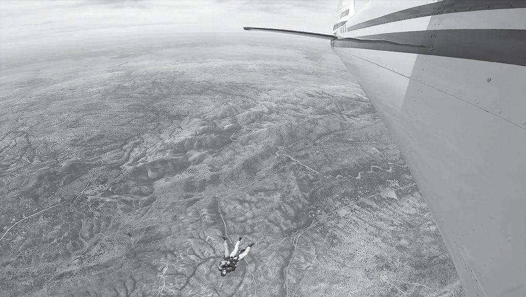 Prince Jackson und Paul Wignall von Skydive Yosemite werden am Montag gezeigt, nachdem sie aus dem Flugzeug gesprungen sind. Foto mit freundlicher Genehmigung von Paul Wignall / SkydiveYosemite