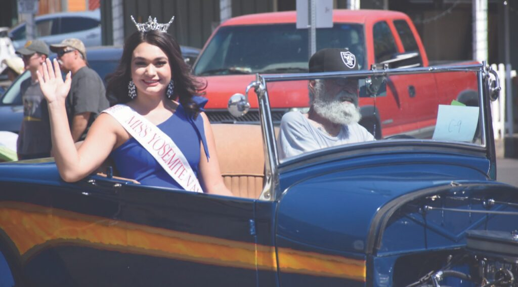 Jasmine Lopez, Miss Yosemite Valley's Outstanding Teen, smiles and waves to parade onlookers last Saturday. Photo by Allen Laman